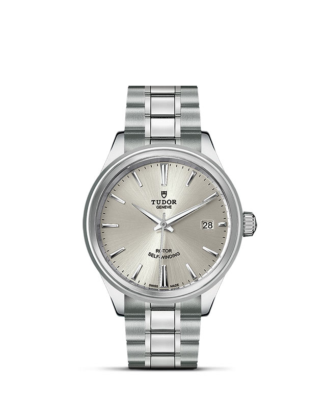 Style – 38 mm steel case – Silver dial Image